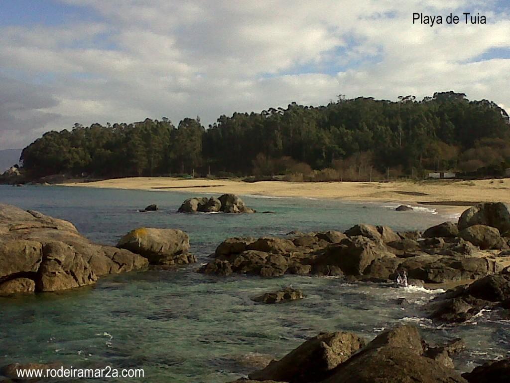Playa de Tuia (Playa de Tulla) vista de la playa desde las rocas.