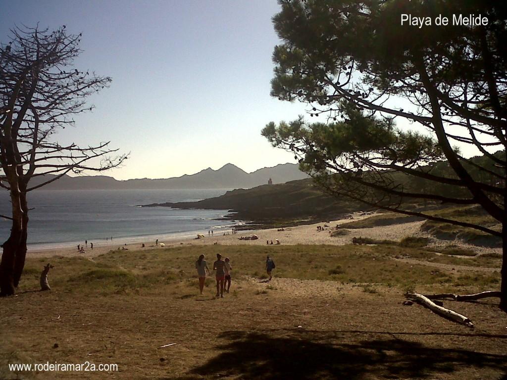 Playa de cabo Home con las Islas Cíes de fondo