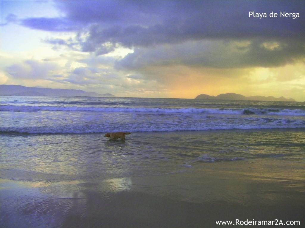 Playa de Nerga con las islas Cies al fondo