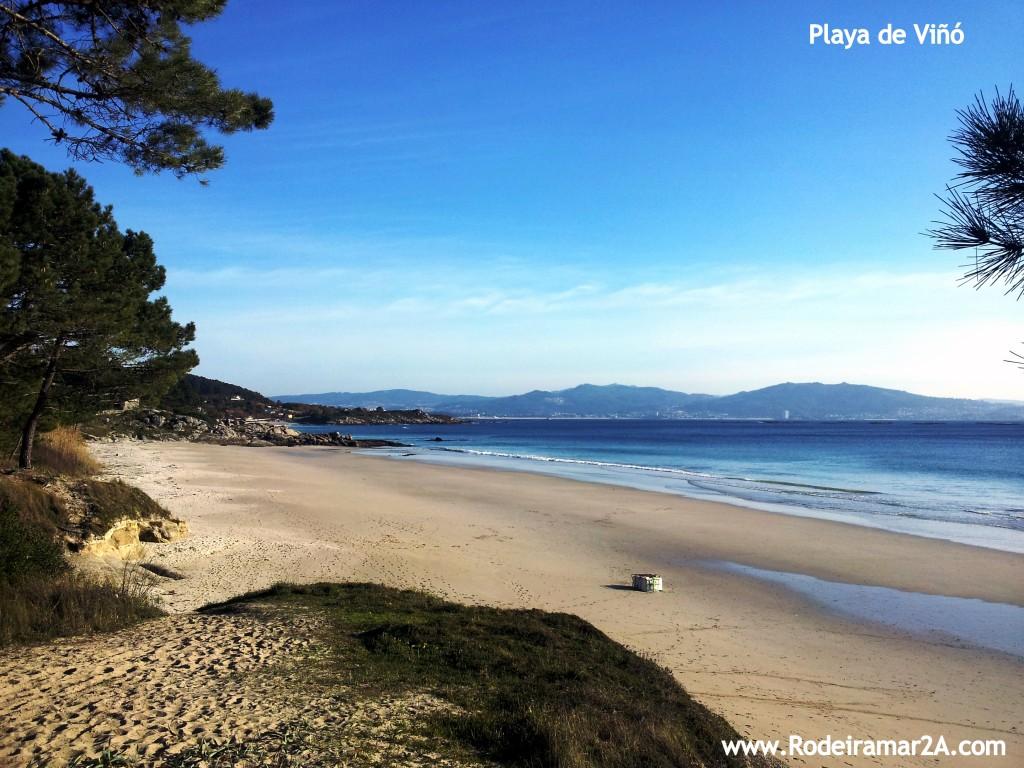 Playa de Viñó viniendo de la Playa de Barra con la Playa de Nerga al fondo. La pequeña playa entre Nerga y Barra.