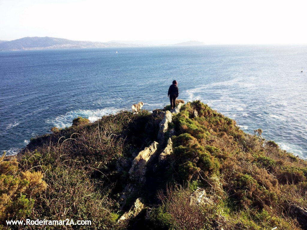 Vistas de las Islas Cies, La Ria de Vigo, la Playa de Melide y Cabo Home