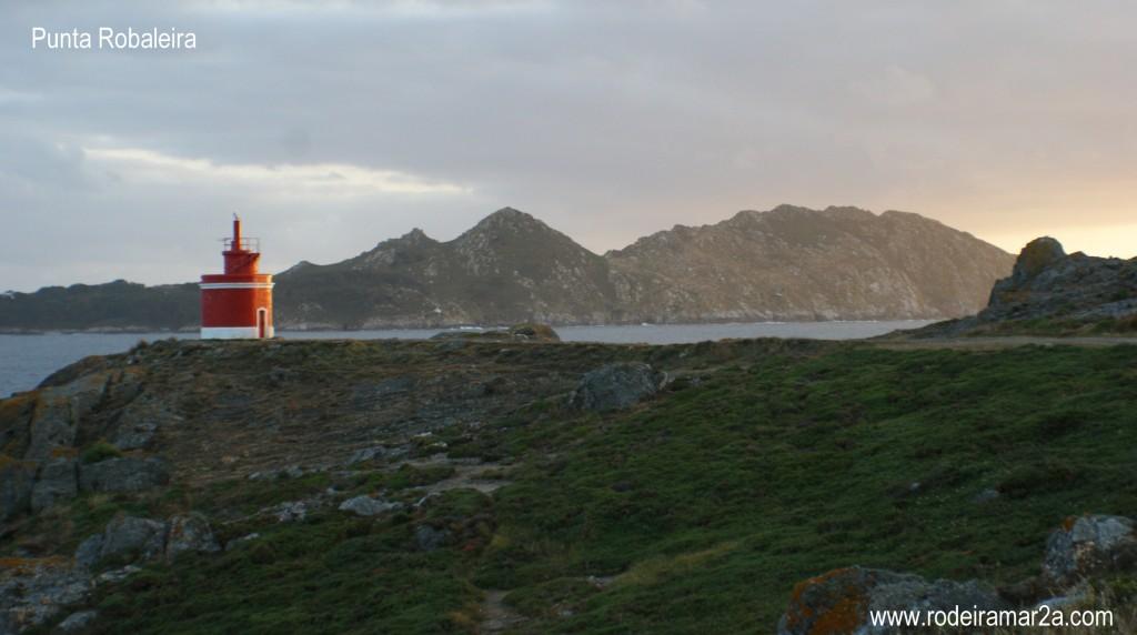 Faro de Punta Robaleira, el Faro Rojo de Cabo Home.