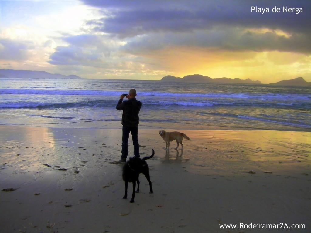 Atardecer en la Playa de Nerga con las Islas Cíes de fondo